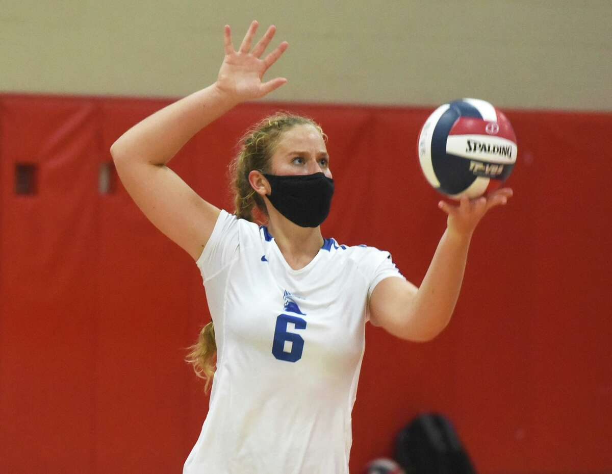 Darien's Rachel Herget (6) gets set to serve during the Wave's volleyball match at New Canaan on Tuesday, Oct, 13, 2020.