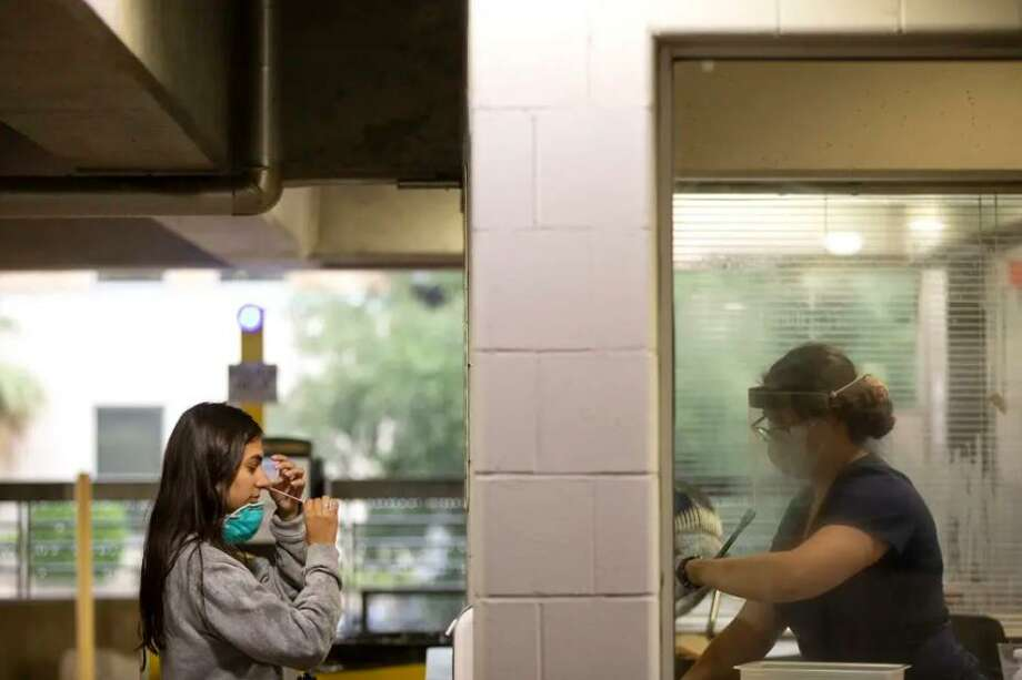 New COVID-19 cases and hospitalizations are on the rise, but experts say Texas is better prepared to handle another surge. Photo: Miguel Gutierrez Jr. /The Texas Tribune