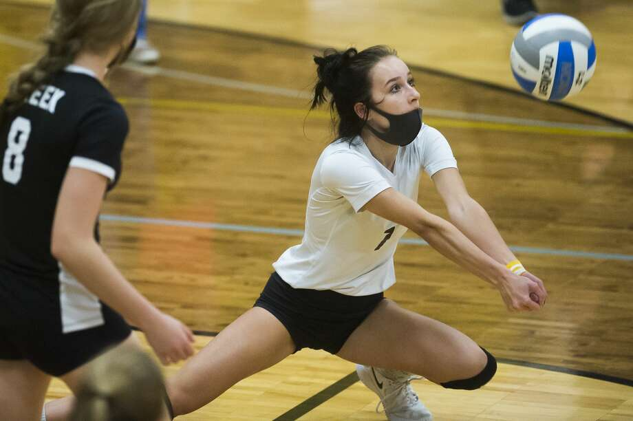 Bullock Creek's Kalli Nelson bumps the ball during a game against Standish-Sterling Wednesday, Oct. 21, 2020 at Bullock Creek High School. (Katy Kildee/kkildee@mdn.net) Photo: (Katy Kildee/kkildee@mdn.net)