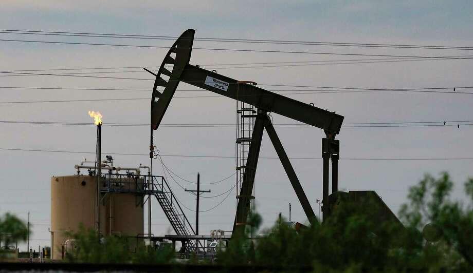 An oil pumpjack outside of Pecos, Texas on Monday, April 27, 2020. Photo: Elizabeth Conley, Houston Chronicle / Staff Photographer / © 2020 Houston Chronicle