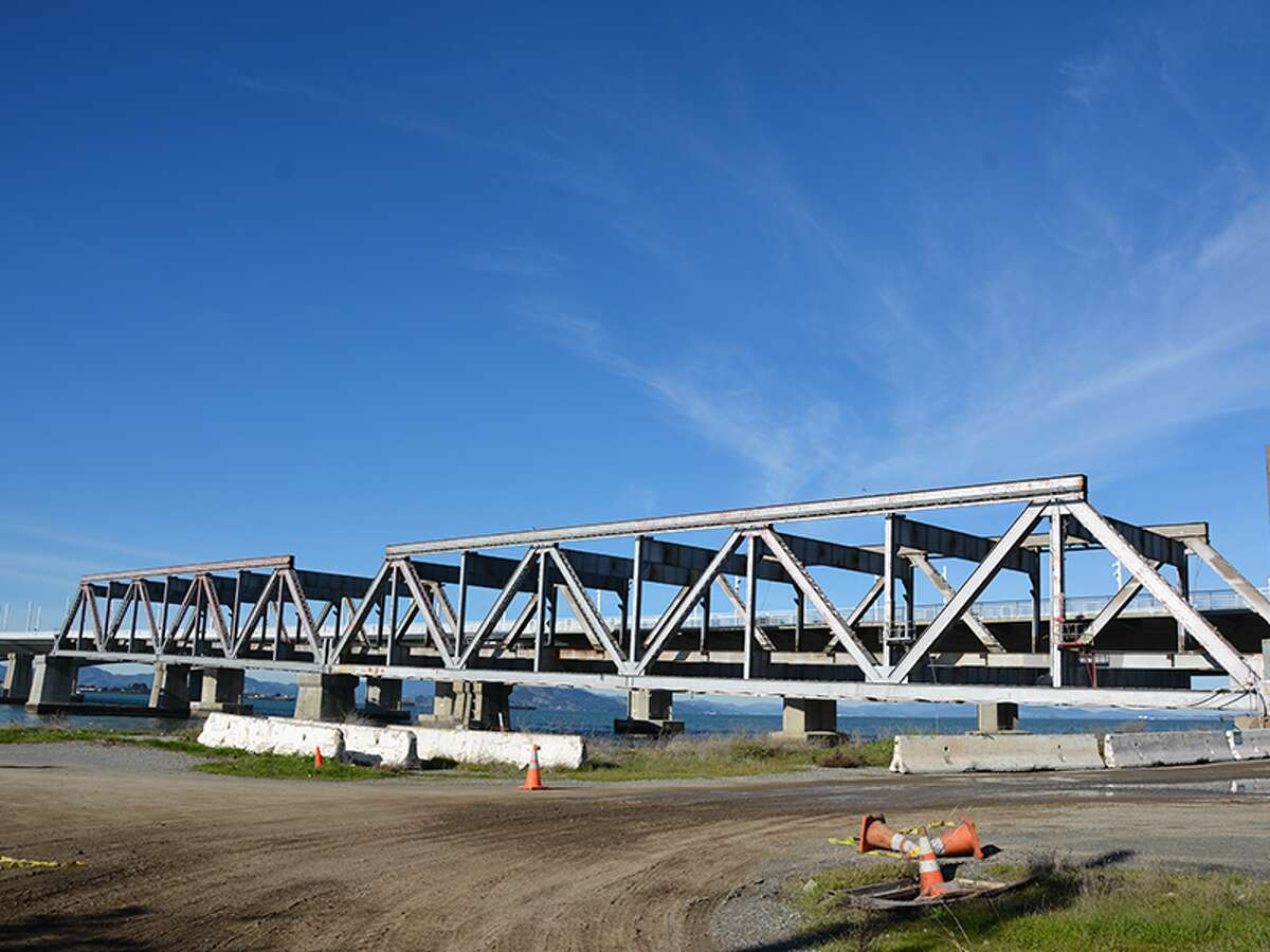 The Judge John Sutter Regional Shoreline includes a 600-foot-long by 40-foot-wide public observation pier built on the former concrete pilings of the old Bay Bridge.