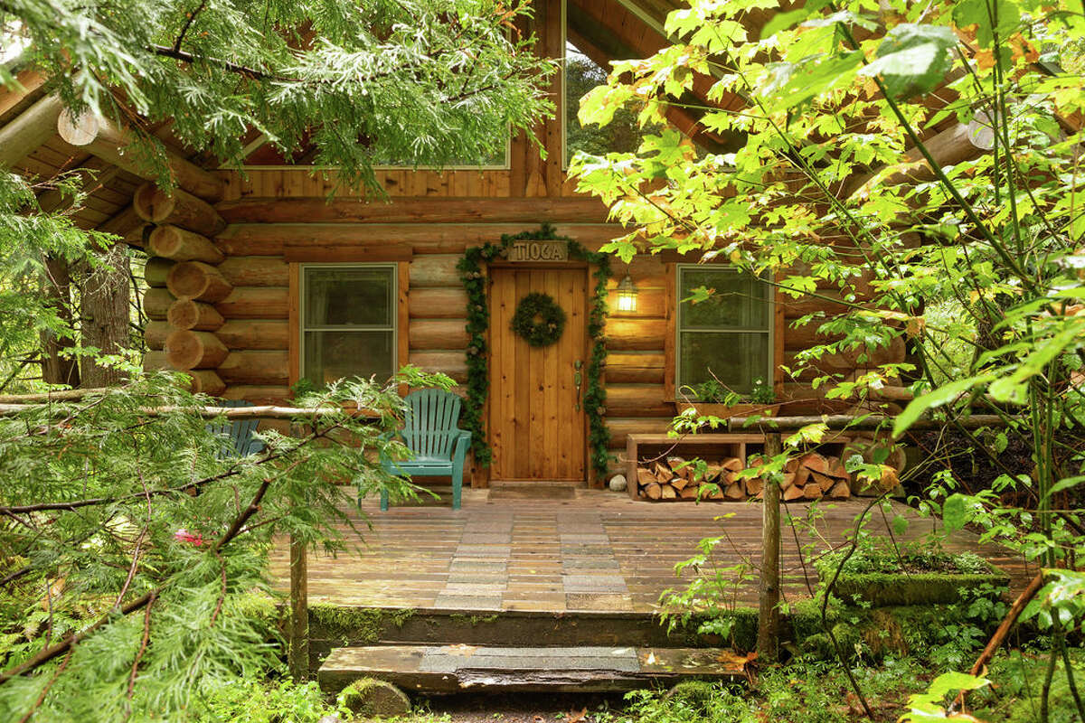 Just under two hours southeast of Seattle rests Wellspring Spa and Woodland Retreat. Encompassed by tall woodland greenery, the rustic yet chic spa resort is less than four miles from the Nisqually Entrance to Mount Rainier National Park. Cozy cabin rooms boast full kitchens, and some even host river rock fireplaces, jacuzzis and hammocks. The property also features a treehouse for two, and a full lodge which can house up to 14 guests. Leisurely lay back, cozy up and enjoy spa treatments, nearby hiking trails and bubbly hot tubs.