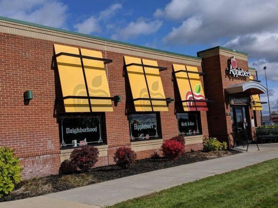 The District Health Department No. 10 reported an individual that tested positive for COVID-19 was on the property of Applebee's in Big Rapids. Photo: Pioneer File Photo