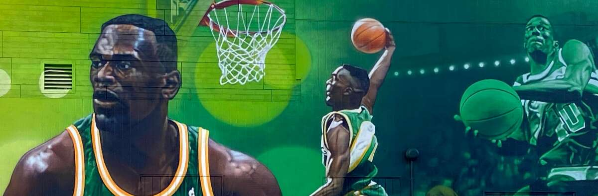 The mural outside of Shawn Kemp's Cannabis.