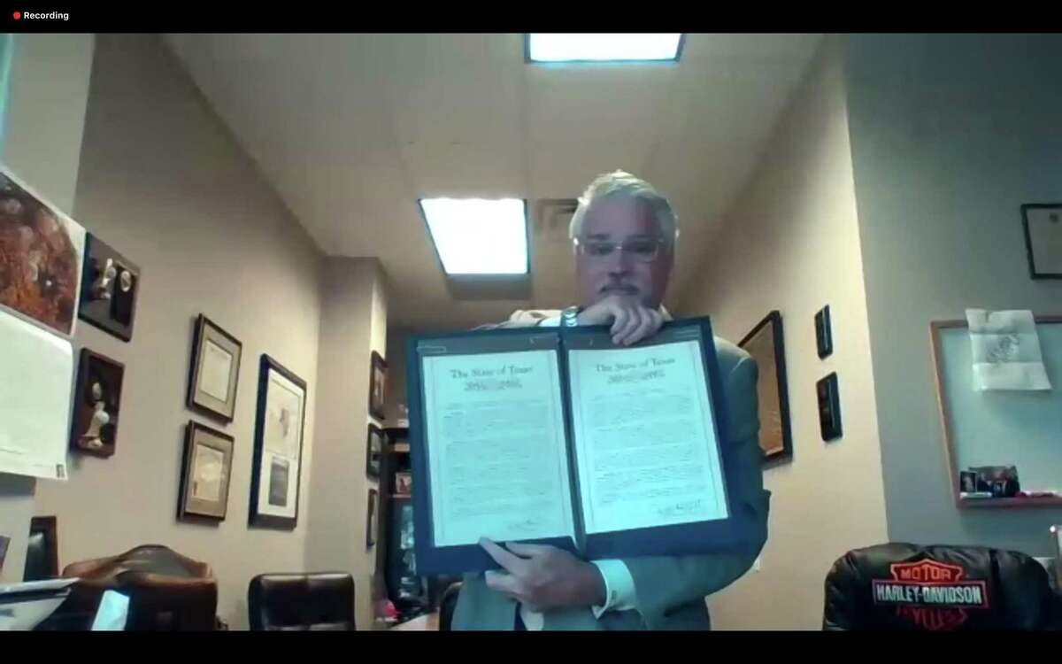 Representative Dan Huberty honored the Lone Star College - Kingwood former president Katherine Persson with a resolution.