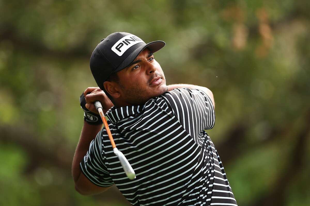 THOUSAND OAKS, CALIFORNIA - OCTOBER 22: Sebastian Munoz of Colombia plays his shot from the 18th tee during the first round of the Zozo Championship @ Sherwood on October 22, 2020 in Thousand Oaks, California. (Photo by Ezra Shaw/Getty Images)