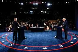 El presidente de los Estados Unidos, Donald Trump, y el candidato presidencial demócrata Joe Biden participan en el debate presidencial final en la Universidad de Belmont el 22 de octubre de 2020 en Nashville, Tennessee. Este es el último debate entre los dos candidatos antes de las elecciones del 3 de noviembre.