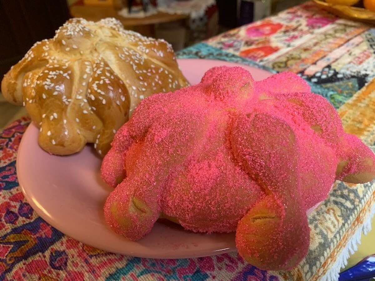 Pan de Muerto (Day of the Dead bread) is one of the traditional foods placed on a Día de los Muertos altar. Bakeries all across the country are getting ready for the holiday, baking the sweet bread at all hours of the day. I picked up these two beauties at El Bolillo Bakery around 7 p.m., fresh out of the oven.