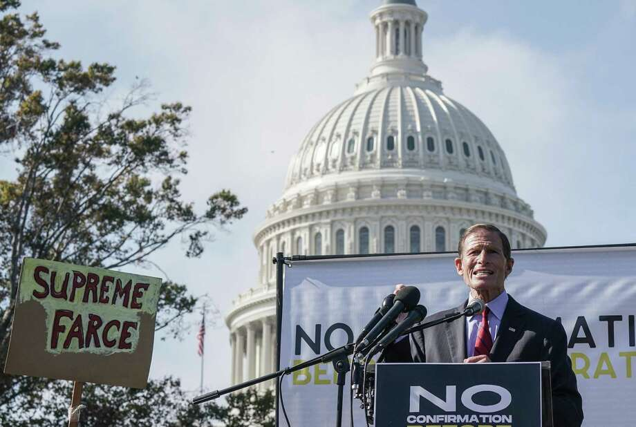 WASHINGTON, DC - OCTOBER 22: Senator Richard Blumenthal speaks during a protest calling for the Republican Senate to delay the confirmation of Supreme Court Justice Nominee Amy Coney Barrett at the U.S. Capitol on October 22, 2020 in Washington, DC. (Photo by Jemal Countess/Getty Images for Care In Action) *** BESTPIX *** Photo: Jemal Countess / Getty Images For Care In Action / 2020 Getty Images