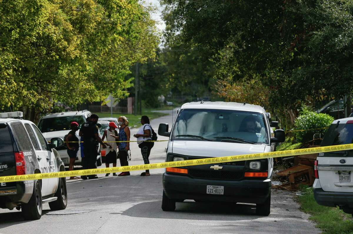 Houston Police officers responded to the scene where a dead body was found on 3200 block of Francis Street on Friday, Oct. 23, 2020, in Houston.