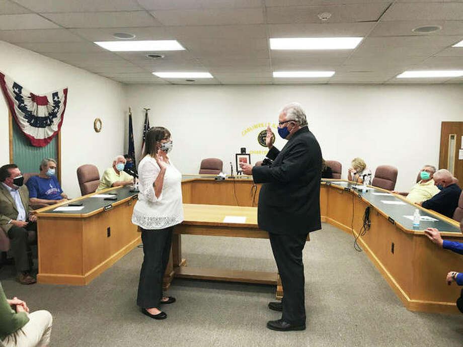 City Attorney Dan O'Brien swears in Alderman Sarah Oswald, 68, as mayor to fill the remaining term of Deanna Demuzio, who died Tuesday. Photo: Jill Moon | Hearst Illinois