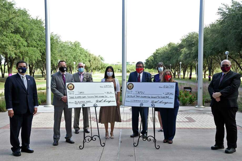 The TAMIU staff in charge of the VITA, TRIO STEM and grant writing pose with Dr. Pablo Arenaz and Congressman Henry Cuellar after the $1.6 million grants were presented. Photo: Christian Alejandro Ocampo / Laredo Morning Times / Laredo Morning Times