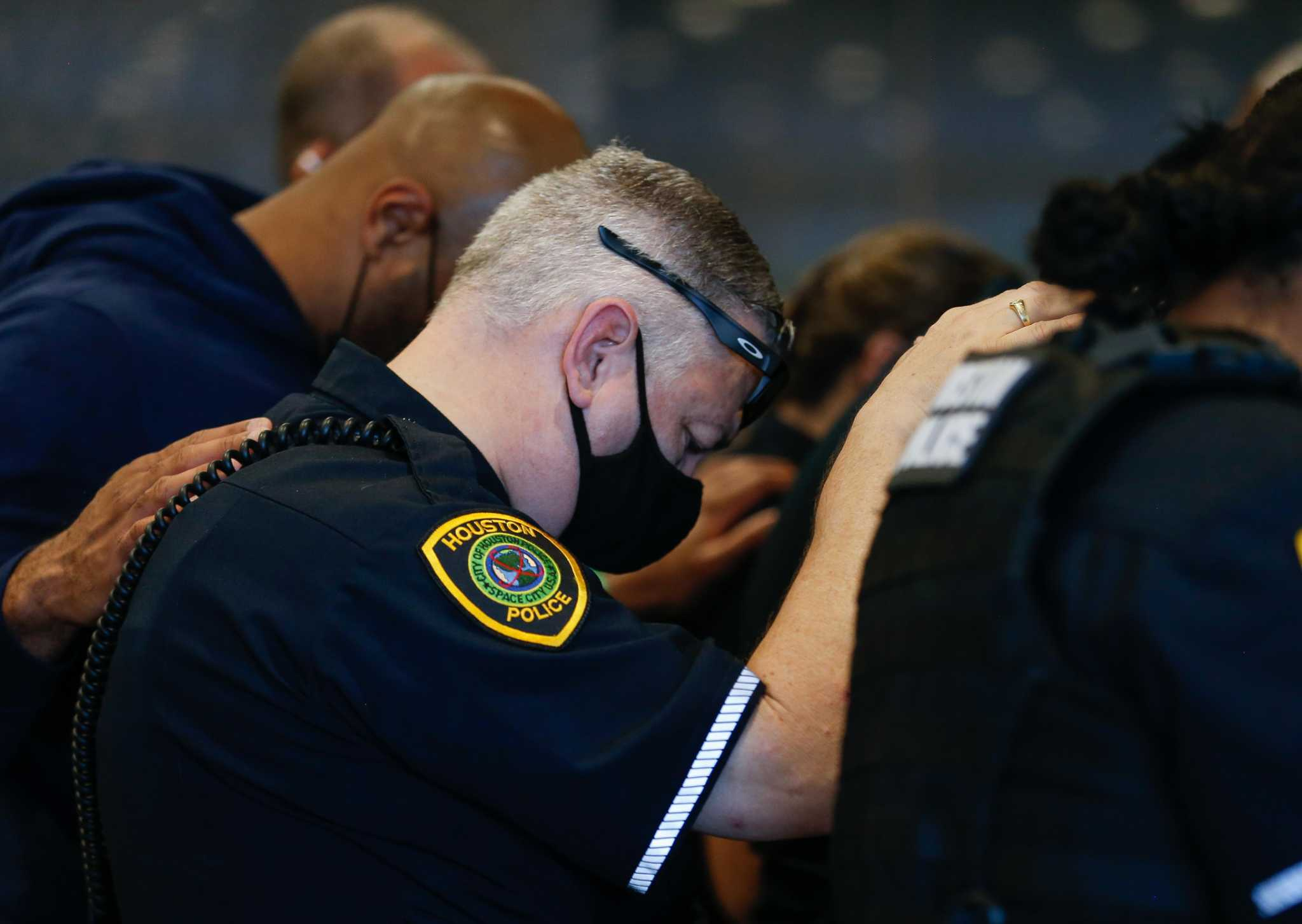 Editorial: Deaths of Houston peace officers deserve more than political sound bites