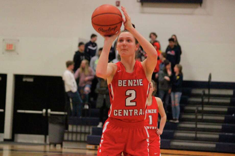 Ellen Bretzke shoots a free throw during a district game last March. (File photo)