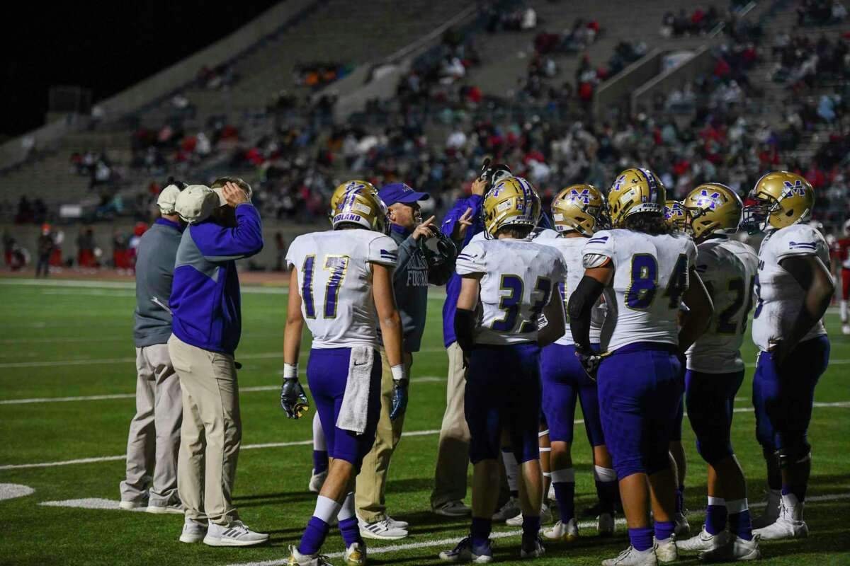 Midland High?•s head coach Tim Anuszkiewicz talks to the team right before half time Friday, Oct. 23, 2020 at Ratliff Stadium. Jacy Lewis/Reporter-Telegram