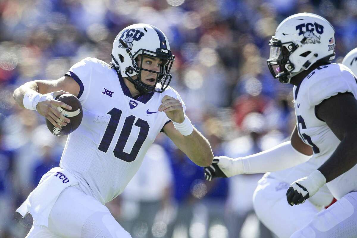 LAWRENCE, KS - OCTOBER 27: Michael Collins #10 of the TCU Horned Frogs runs the ball against the Kansas Jayhawks during the first half at Memorial Stadium on October 27, 2018 in Lawrence, Kansas. (Photo by Brian Davidson/Getty Images)