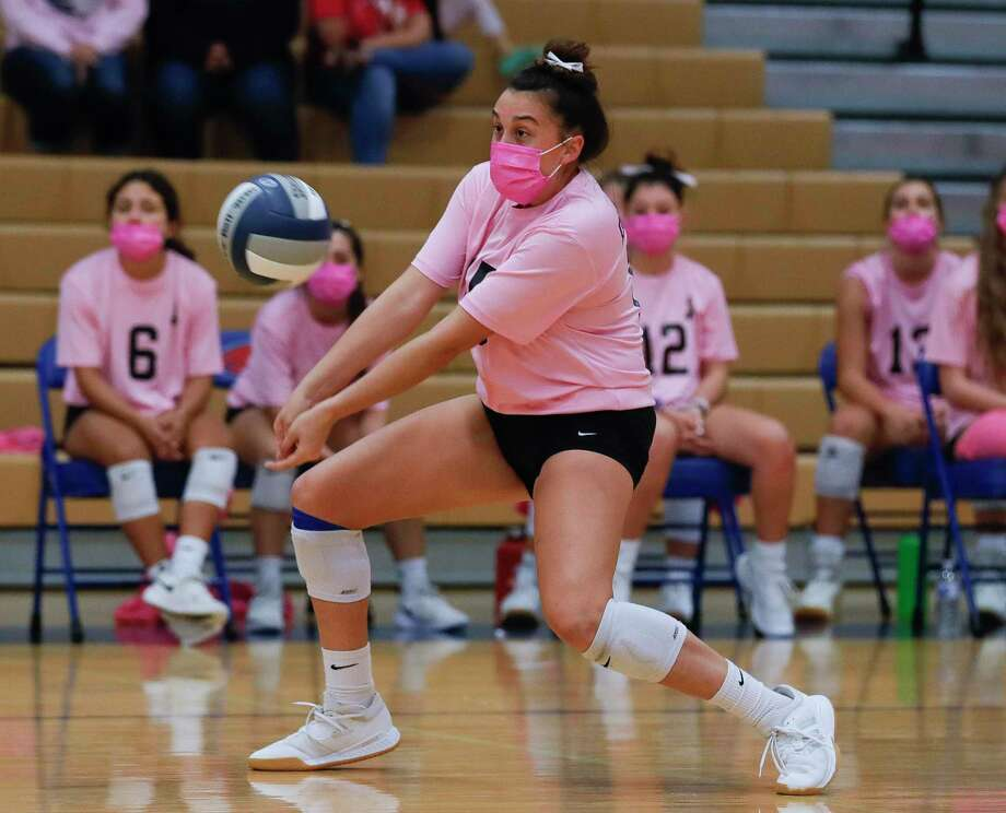 Oak Ridge setter Piper Boydstun (15) returns a hit during the first set of a District 13-6A high school volleyball match at Oak Ridge High School, Friday, Oct. 23, 2020, in Oak Ridge. Photo: Jason Fochtman, Houston Chronicle / Staff Photographer / 2020 © Houston Chronicle