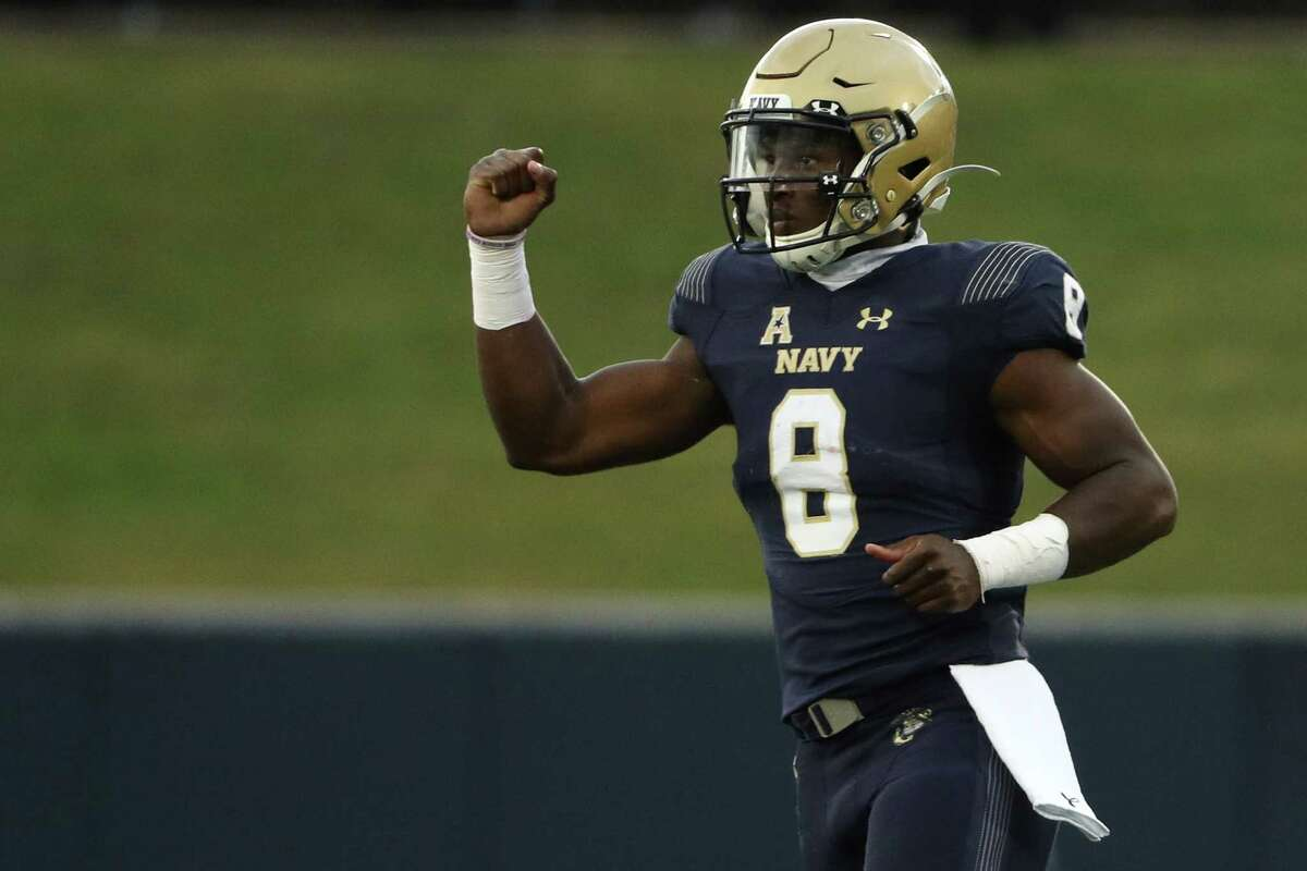 ANNAPOLIS, MARYLAND - OCTOBER 24: Quarterback Dalen Morris #8 of the Navy Midshipmen celebrates after throwing a second quarter touchdown pass against the Houston Baptist Huskies at Navy-Marine Corps Memorial Stadium on October 24, 2020 in Annapolis, Maryland. Due to the Covid-19 pandemic, Navy athletics announced they would not allow general admission fans, only midshipmen.