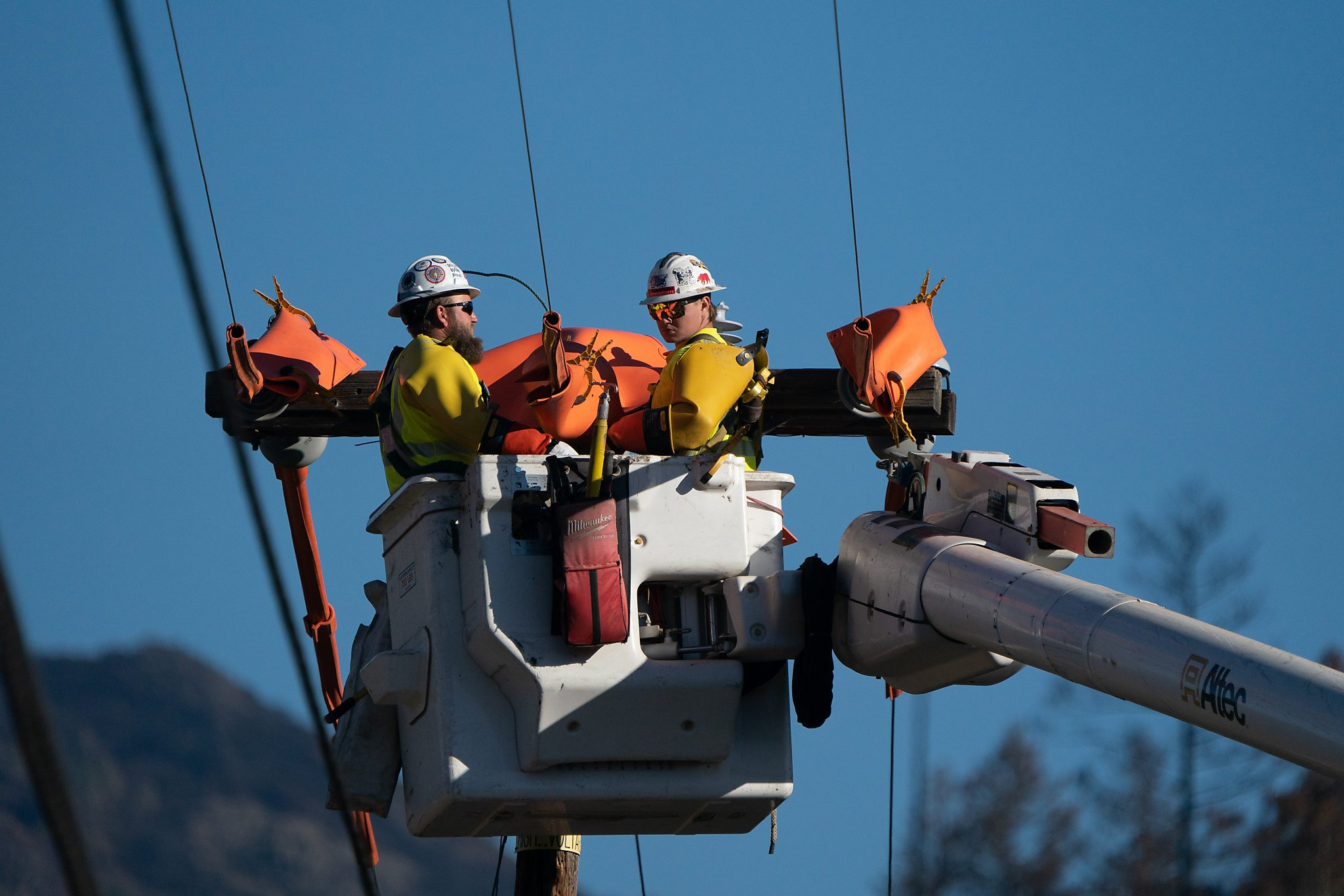 PG&E slightly reduces scope of outages; here's which Bay Area cities could see fewer blackouts