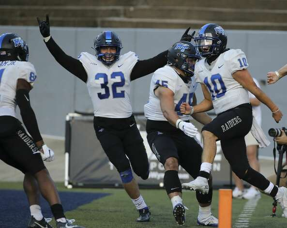 Middle Tennessee Blue Raiders quarterback Asher O'Hara (10) celebrates his touchdown with teammates during the double overtime of a CUSA conference game against Rice Owls Saturday, Oct. 24, 2020, at Rice Stadium in Houston. Middle Tennessee Blue Raiders defeated Rice Owls 40-34 in double overtime. Photo: Yi-Chin Lee/Staff Photographer / © 2020 Houston Chronicle