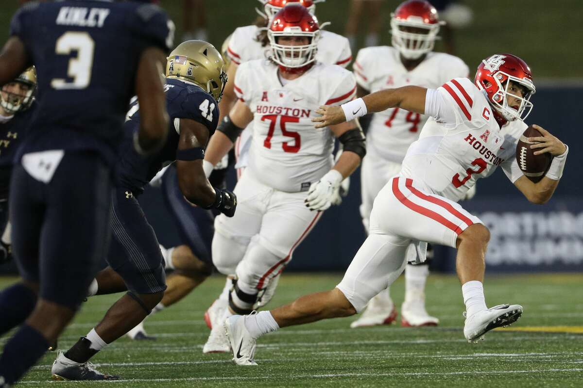 ANNAPOLIS, MARYLAND - OCTOBER 24: Quarterback Clayton Tune #3 of the Houston Cougars rushes against the Navy Midshipmen during the fourth quarter at Navy-Marine Corps Memorial Stadium on October 24, 2020 in Annapolis, Maryland. (Photo by Patrick Smith/Getty Images)