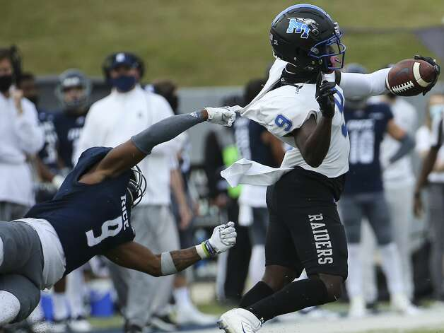 Rice Owls safety Kirk Lockhart (9) tries to tackle Middle Tennessee Blue Raiders wide receiver Jarrin Pierce (9) during the fourth quarter of a CUSA conference game against Middle Tennessee Saturday, Oct. 24, 2020, at Rice Stadium in Houston. Middle Tennessee Blue Raiders defeated Rice Owls 40-34 in double overtime. Photo: Yi-Chin Lee/Staff Photographer / © 2020 Houston Chronicle