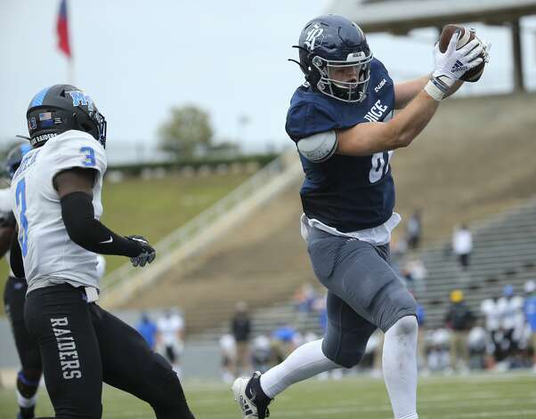 Rice Owls tight end Jack Bradley (87) scores a touchdown during the fourth quarter of a CUSA conference game against Middle Tennessee Saturday, Oct. 24, 2020, at Rice Stadium in Houston. Middle Tennessee Blue Raiders defeated Rice Owls 40-34 in double overtime. Photo: Yi-Chin Lee/Staff Photographer / © 2020 Houston Chronicle