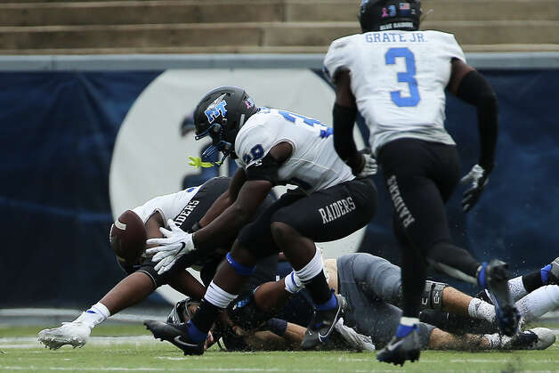 Middle Tennessee Blue Raiders linebacker Johnathan Butler (38) recovers a fumble from Rice Owls quarterback Mike Collins (4) and scores a touchdown during the third quarter of a CUSA conference game Saturday, Oct. 24, 2020, at Rice Stadium in Houston. Middle Tennessee Blue Raiders defeated Rice Owls 40-34 in double overtime. Photo: Yi-Chin Lee/Staff Photographer / © 2020 Houston Chronicle