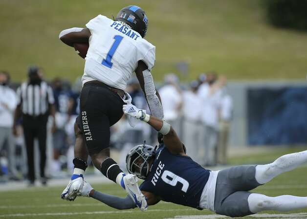 Middle Tennessee Blue Raiders running back Frank Peasant (1) avoids a tackle by Rice Owls safety Kirk Lockhart (9) during the fourth quarter of a CUSA conference game Saturday, Oct. 24, 2020, at Rice Stadium in Houston. Middle Tennessee Blue Raiders defeated Rice Owls 40-34 in double overtime. Photo: Yi-Chin Lee/Staff Photographer / © 2020 Houston Chronicle