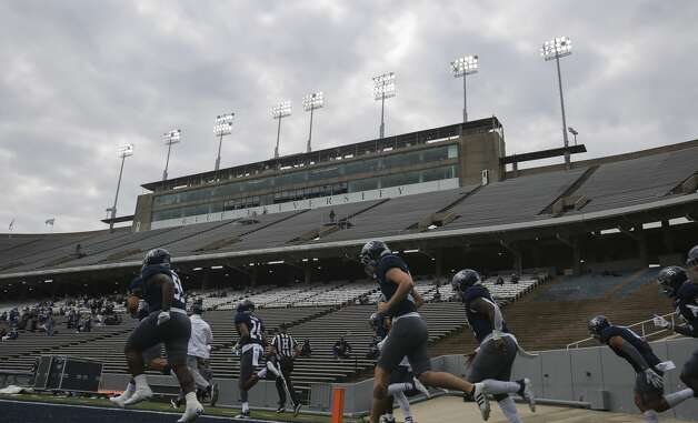 Rice Owls players taking the field for a CUSA conference game against Middle Tennessee Saturday, Oct. 24, 2020, at Rice Stadium in Houston. Photo: Yi-Chin Lee/Staff Photographer / © 2020 Houston Chronicle