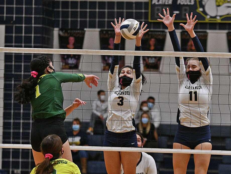 Leah Cruz, Kayra Guajardo and the Lady Bulldogs swept the Lady Mustangs on Saturday. Photo: Cuate Santos /Laredo Morning Times / Laredo Morning Times