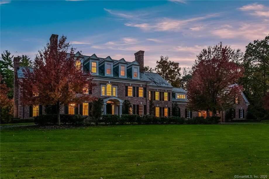 Fotis Dulos' 10,000-square-foot home at 4 Jefferson Crossing in Farmington was listed Friday for $1.75 million. Photo: Marshall + Ostop Associates Of William Ravies / Contributed Photo / © 2020 PlanOmatic
