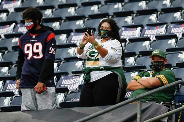 Houston Texans and Green Bay Packers fans was the teams warm up before an NFL football game at NRG Stadium on Sunday, Oct. 25, 2020, in Houston. Photo: Brett Coomer, Staff Photographer / © 2020 Houston Chronicle