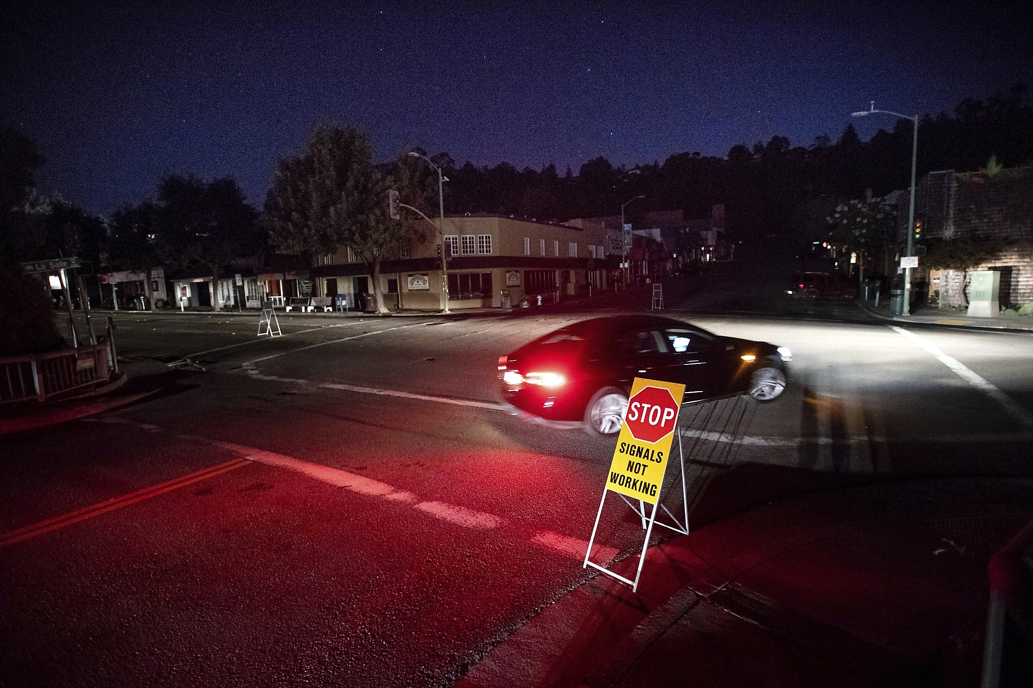 'Hurricane-type' winds approach Bay Area, amid blackouts and new fires in Shasta County