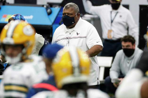Houston Texans head coach Romeo Crennel walks onto the field at the end an NFL football game against the Green Bay Packers  at NRG Stadium on Sunday, Oct. 25, 2020, in Houston. Photo: Brett Coomer, Staff Photographer / © 2020 Houston Chronicle