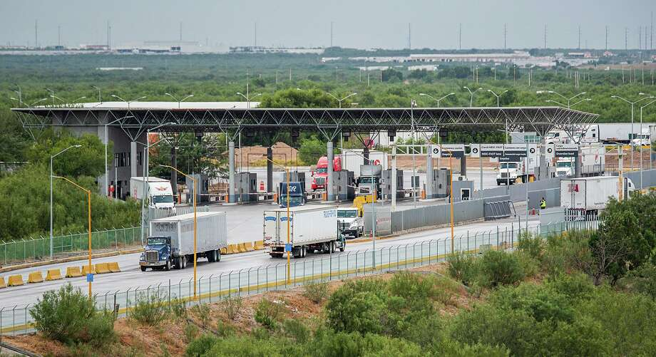 Truck drivers cross at the World Trade Bridge on Saturday morning after one driver's plan to organize a blockade in protest failed to materialize. Photo: Danny Zaragoza /Laredo Morning Times