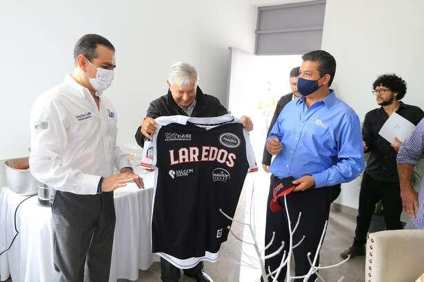 Enrique Rivas Cuellar, mayor of Nuevo Laredo; Andres Manuel Lopez Obrador, president of Mexico; and Francisco Garcia Cabeza de Vaca, governor of Tamaulipas gathered in Nuevo Laredo Sunday. Here Lopez Obrador receives a Tecolotes jersey.