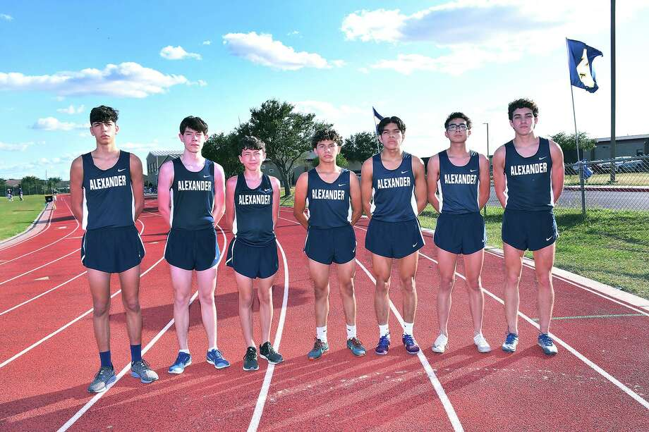 The Alexander boys' cross country aims to break a seven-year regionals drought as they are set to run at the District 30-6A meet this Friday. Photo: Cuate Santos /Laredo Morning Times / Laredo Morning Times