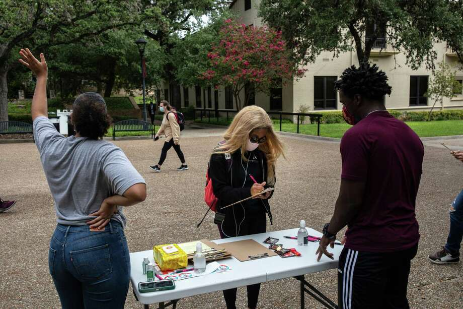 Texas State University student Kiara Daniels registers to vote in Hays County during a National Voter Registration Day event on campus in San Marcos, Texas, in September. Photo: Photo For The Washington Post By Tamir Kalifa. / The Washington Post
