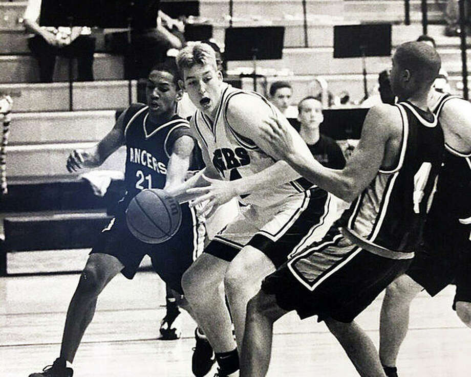 Edwardsville's Dan Lytle, middle, drives between a pair of Belleville East defenders during his senior season in 1999. Photo: For The Intelligencer