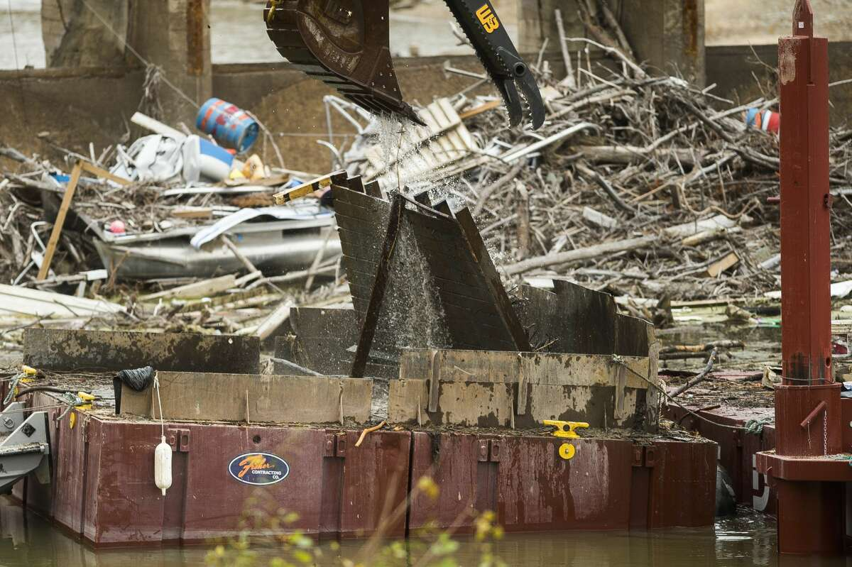 Workers with Fisher Contracting continue removing pieces of debris from the Sanford Dam Tuesday, Oct. 27, 2020 in downtown Sanford. (Katy Kildee/kkildee@mdn.net)