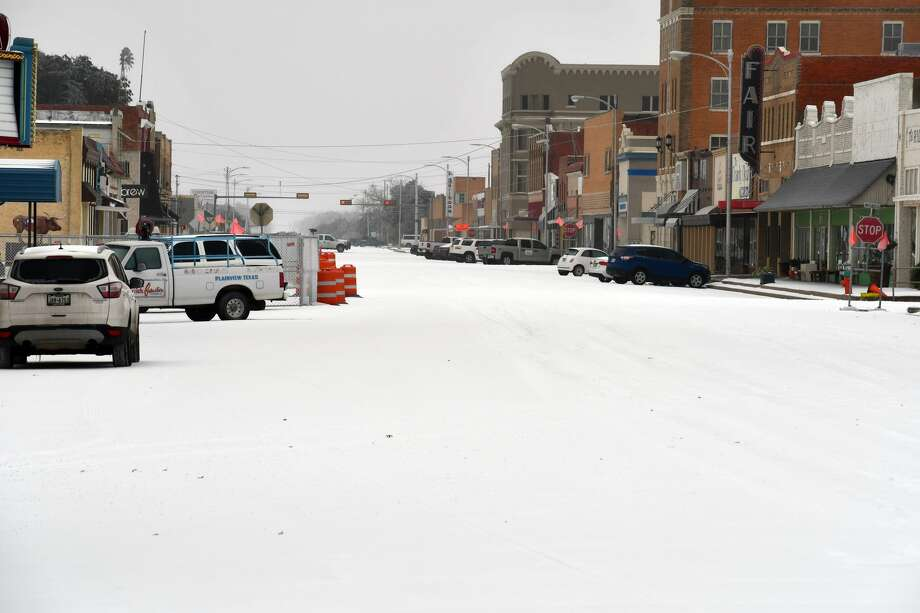Plainview received almost an inch of snow overnight on Tuesday. Photo: Nathan Giese/Plainview Herald