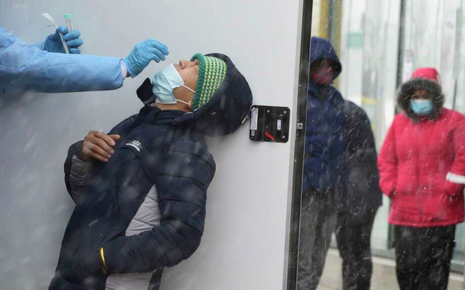 Snow falls in North Dakota as people wait in line for coronavirus testing. Cases are again spiking across many parts of the nation. Photo: Dan Koeck /New York Times / NYTNS
