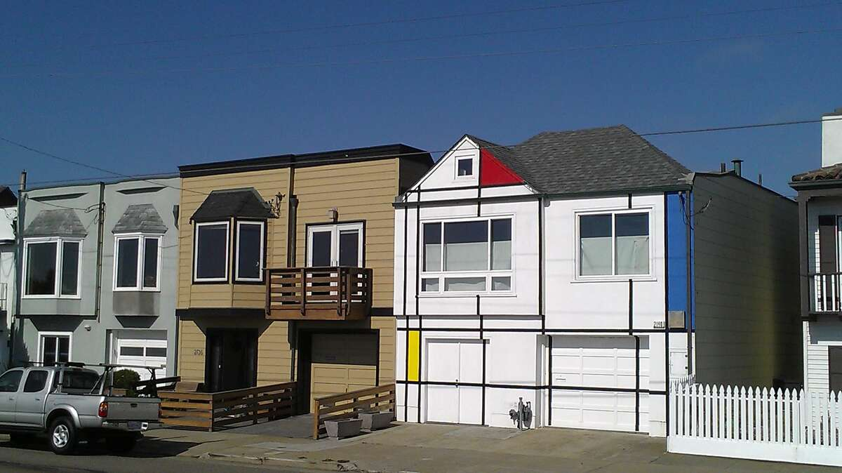 The two-story home separated from Ocean Beach by a sand dune covered in ice plant, was one of those unexpected encounters that stood as a vivid treat in what can seem an ever-more-predictable Bay Area landscape. The taut balancing of blue, yellow and red planes within a meticulous white grid also had been a presence for at least 20 years.