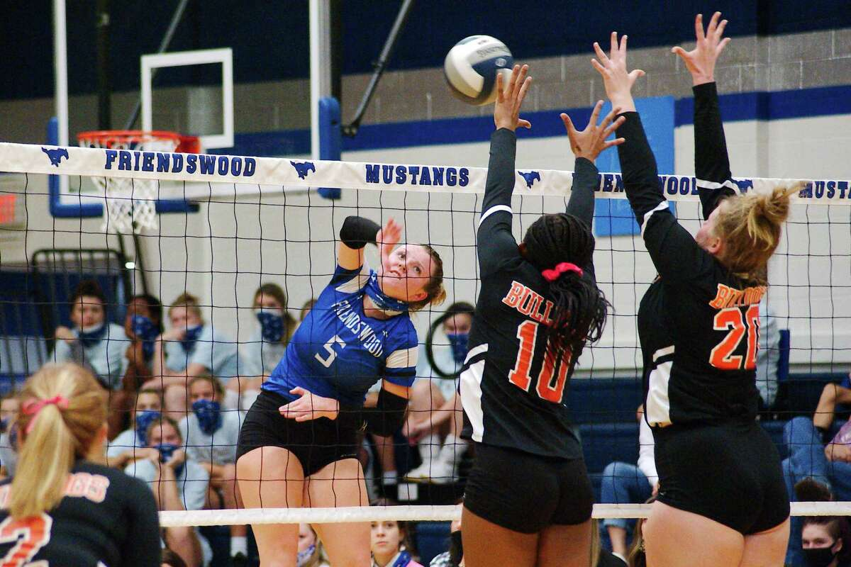 Friendswood's Ashlyn Svoboda (5) tries to hit a shot past La Porte's Jada Greenidge (10) and Avery Parrish (20) Tuesday at Friendswood High School.