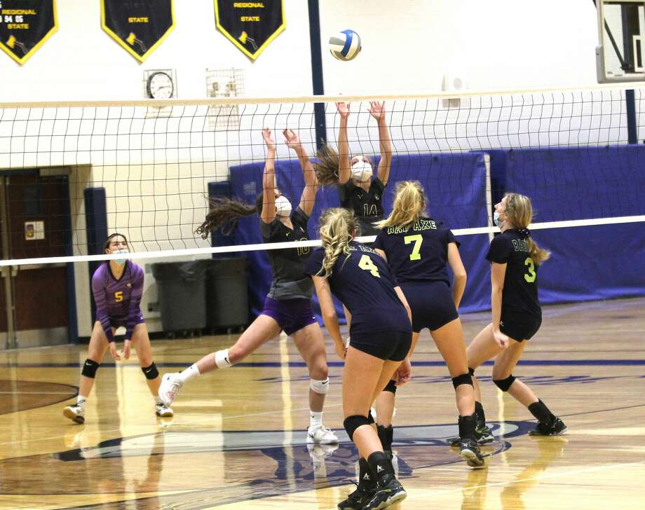 The Bad Axe varsity volleyball team picked up a sweep of the visiting Caro Tigers on Tuesday night. Photo: Mark Birdsall/Huron Daily Tribune