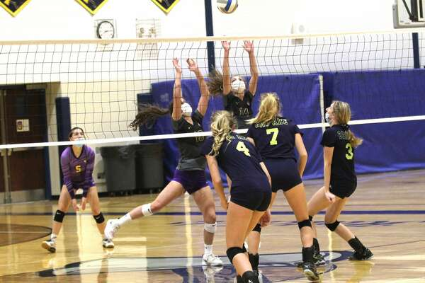 The Bad Axe varsity volleyball team picked up a sweep of the visiting Caro Tigers on Tuesday night.