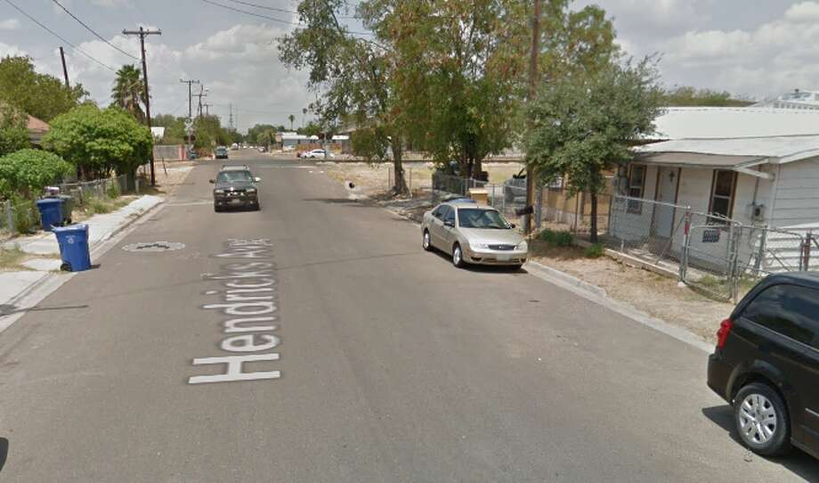 An 1 ½ hour standoff reported on Wednesday ended with Laredo police detaining a man who had a hammer in his hand, authorities said. Photo: Google Maps/Street View