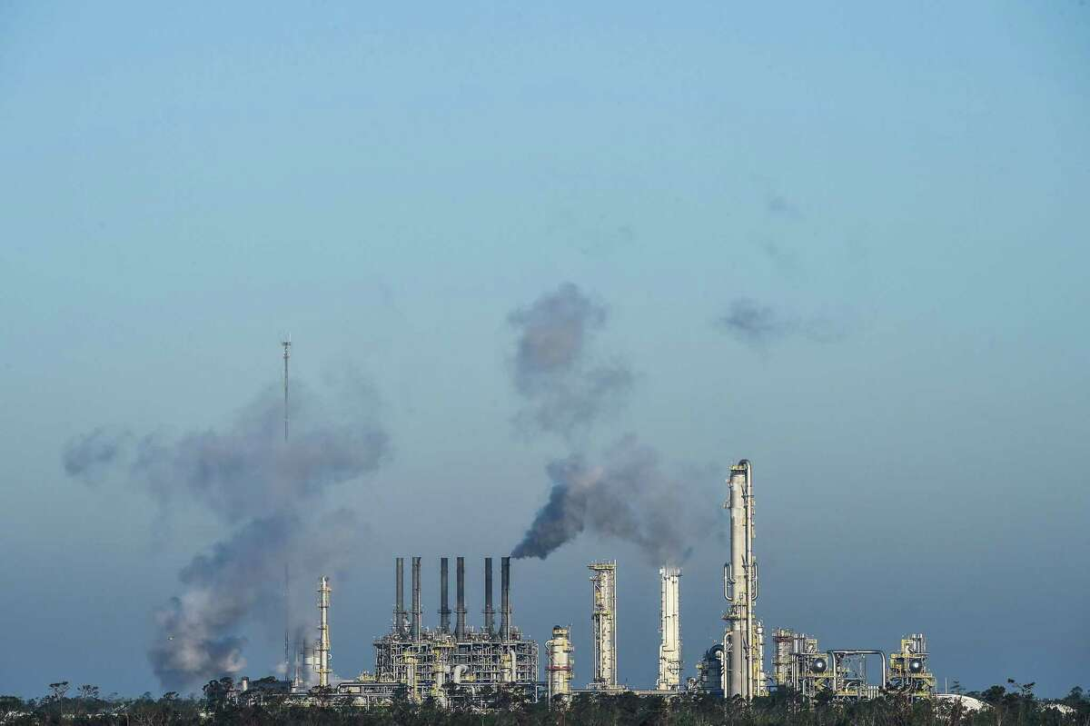 An oil and gas processing plant in Lake Charles, La. The concentrtaton of refineries, chemical plants and LNG processors along the Gulf Coast is spurring proposals to develop carbon storage facilities that might profit from $50 per ton federal tax credit.