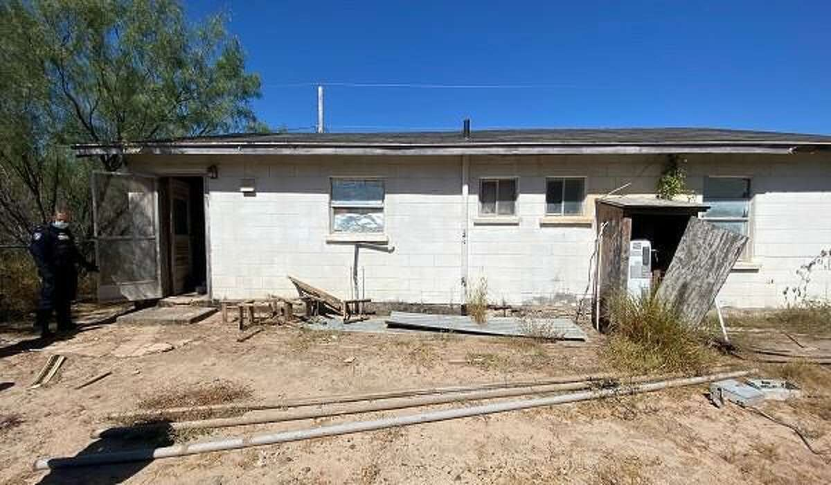 U.S. Border Patrol agents said they busted this stash house with more than 20 immigrants who had crossed the border illegally.